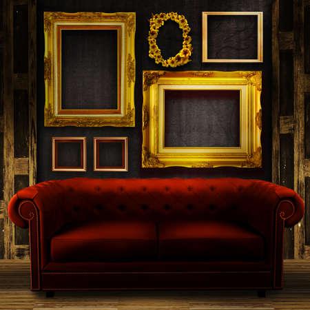 muebles antiguos: Galería de pantalla - marcos de oro del vintage en una pared de madera vieja y un sofá rojo Foto de archivo