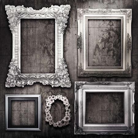 Baroque picture frame: Galerie d'affichage - cadres en argent vintage sur le mur de ciment ancienne