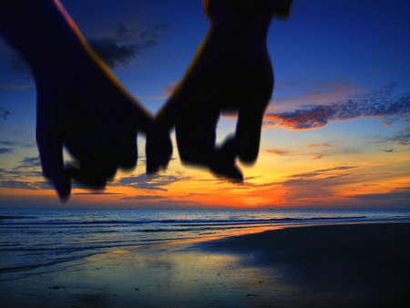 parejas caminando: Pareja manos de cartera