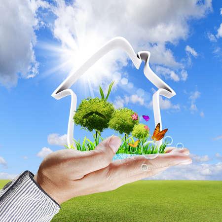 bioedilizia: Mano umana mostra una concept Green House