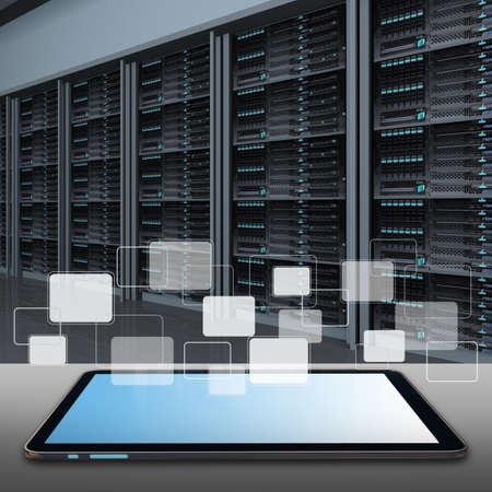ingeniero: Tablet PC y los datos de centro de sala de servidores Foto de archivo