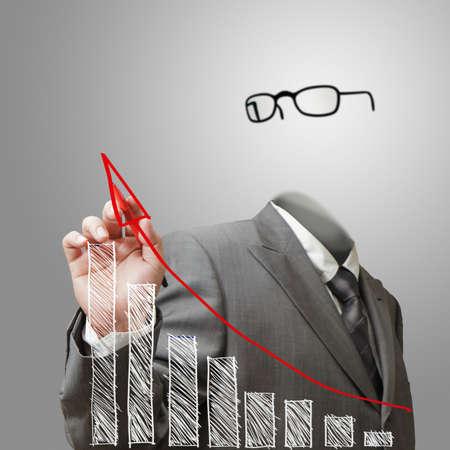 niewidoczny: niewidzialny człowiek biznesu rysuje wykres wzrostu Zdjęcie Seryjne