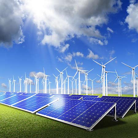 Kraftwerk mit Fotovoltaikanlagen und Eolic Turbine auf blauem Himmel