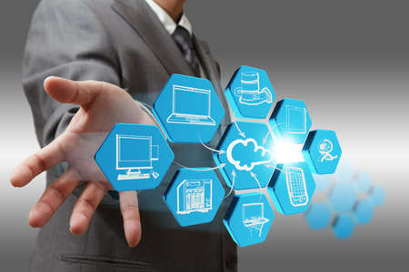 Hombre de negocios se basa en el icono de red de la nube abstracta Foto de archivo
