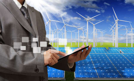 energ�as renovables: ingeniero de consultar con Tablet PC
