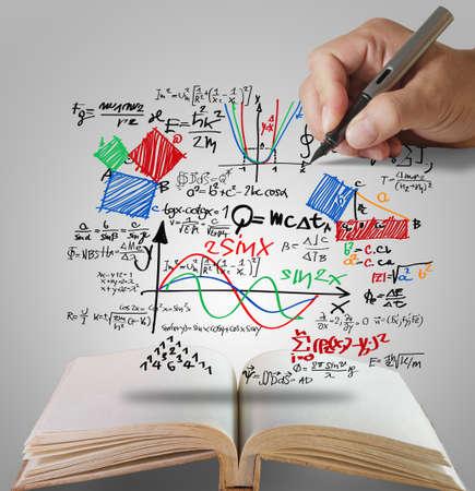 onderwijs: open boek van de hand te trekken bekende natuurkundige formule Stockfoto