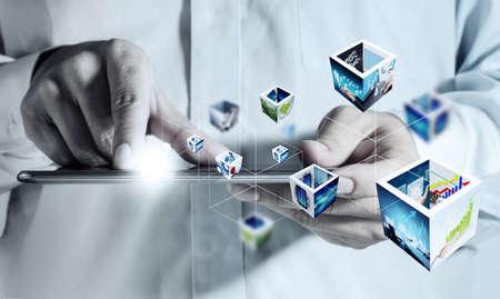 concept images: affari mano che tiene un computer touch pad e 3d immagini in streaming