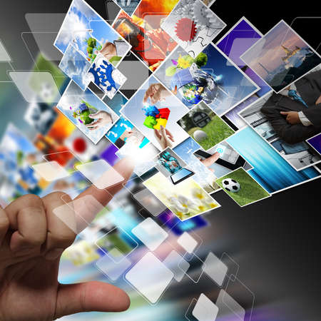 close-up van de hand streaming beelden als internet concept