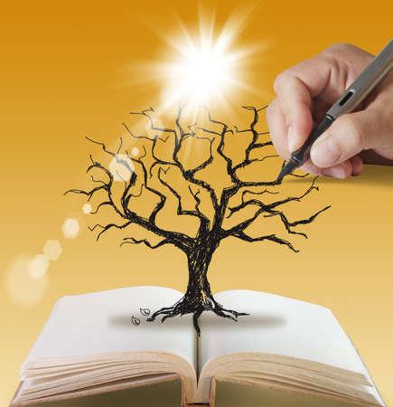 offenes Buch von Hand gezeichneten Silhouette toten Baum ohne Blätter