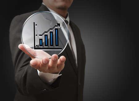 mano d'affari mostra il grafico pixel, icona grafico e schermo di vetro come concetto