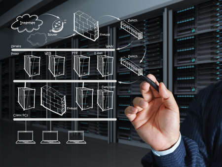 centro de computo: Mano del hombre de negocios saca el cuadro del sistema de Internet Foto de archivo