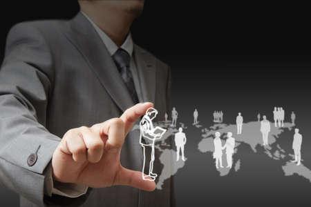 ressources humaines: Jeune homme d'affaires �l�gant toucher le bouton interface virtuelle. Pilier de la lumi�re bleue transparente. Futur int�rieur de style bio sur le fond. Interfaces de collecte.