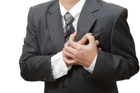 attacco cardiaco: Senior uomo avere un attacco di cuore isolato su sfondo bianco Archivio Fotografico