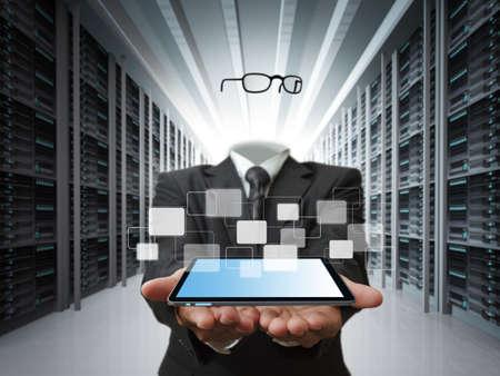 telecomm: hombre de negocios invisible y el concepto de servidor de datos Foto de archivo