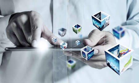 obchodní držel dotykové podložky počítače a 3D streaming obrázky Reklamní fotografie