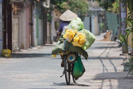 woman on a bike in vietnam Reklamní fotografie