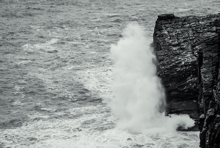 Waves crashing into the cliffs of Cornwall. Banco de Imagens