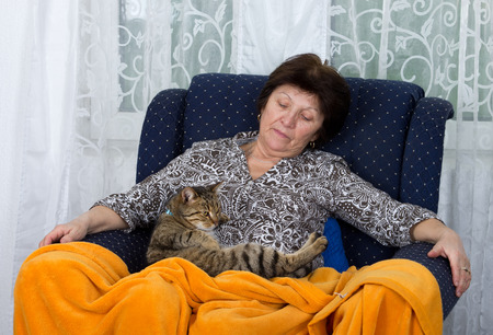 bosom: Conceived woman holds her cat in bosom Stock Photo