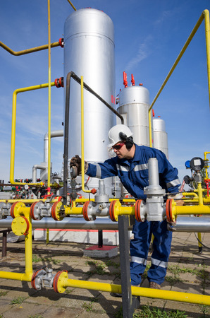 maintaining: Operator in natural gas industry