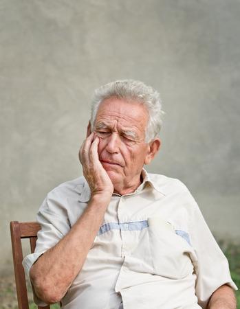 vergeetachtig oude man