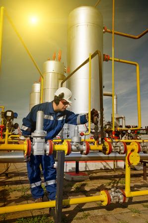 Operator in der Erdgasproduktion Industrie Standard-Bild