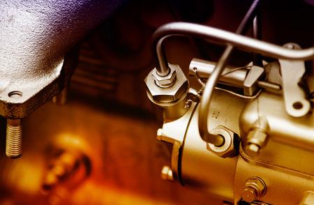 surtidor de gasolina: Close up de fragmento de motor de automóvil Foto de archivo