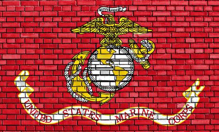 レンガの壁に描かれたアメリカ合衆国海兵隊の旗 写真素材