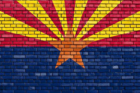 レンガの壁に描かれたアリゾナ州の旗