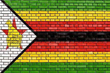 zimbabwe: bandera de Zimbabwe pintado en la pared de ladrillo