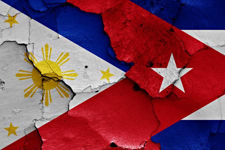 bandera de cuba: banderas de Filipinas y Cuba pintados en la pared agrietada