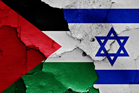 flags of Palestine and Israel painted on cracked wall Archivio Fotografico