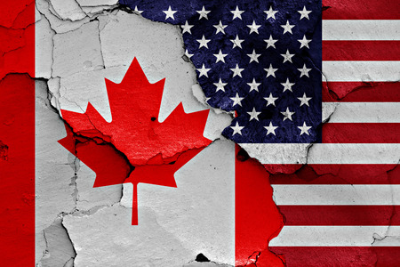 flags of Canada and USA painted on cracked wall 版權商用圖片
