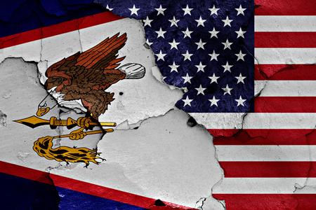 ひびの入った壁にアメリカ領サモア、アメリカの国旗が描かれました。