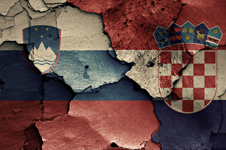 flags of Slovenia and Croatia painted on cracked wall 版權商用圖片