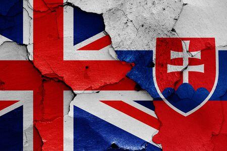 flags of UK and Slovakia painted on cracked wall Zdjęcie Seryjne
