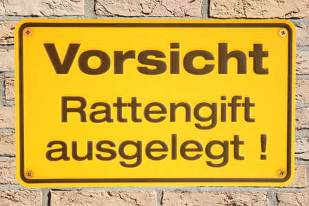 Vorsicht Rattengift ausgelegt  metal sign isolated on brick wall Stock Photo