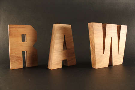 lettre: RAW text from wood letters Holz Buchstaben black Background