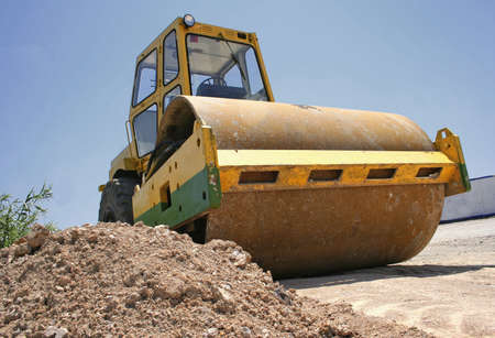 raw material:  Power compactor on the road
