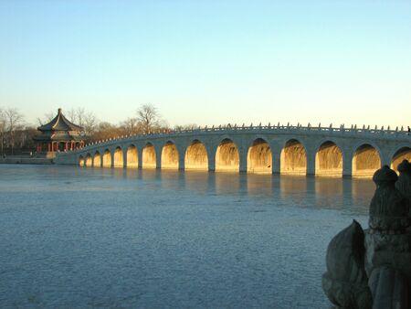 17: Este es el famoso puente de arco de 17 en el Palacio de Verano de Pek�n China.