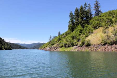 the deepest: Dworshak lago en Idaho. El lago tiene 54 millas de largo. 700 metros de profundidad en el punto m�s profundo. Foto de archivo