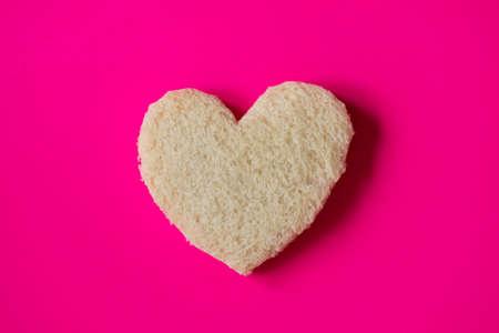 Heart-shaped slice of bread for a romantic breakfast on Valentine's Day. Foto de archivo