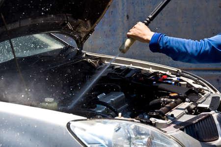 cleaning car: limpieza de coches motor del servicio de atenci�n de cuidados limpio Foto de archivo