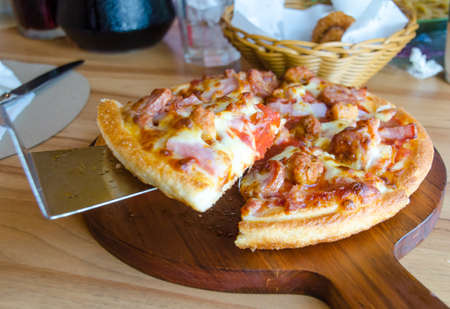 jamon y queso: pizza with ham cheese