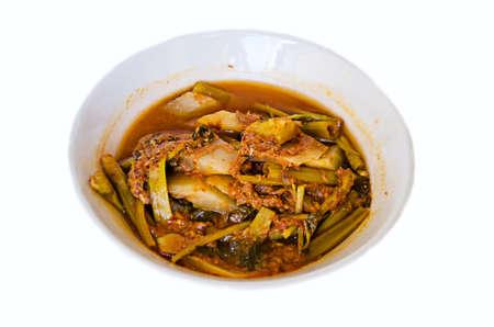tamarindo: deliciosa comida tailandesa llamada KANG SOM de sopa picante con pescado y vegetales mixtos