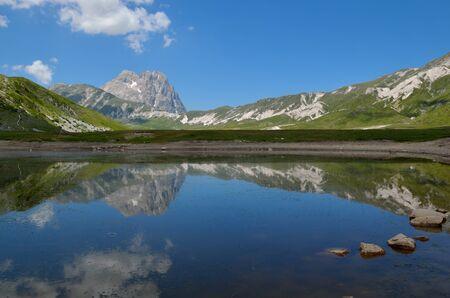 A beautiful lake in the abruzzo region Stock Photo - 14080513