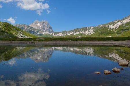 A beautiful lake in the abruzzo region Stock Photo - 14080513