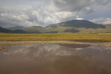 appennino: The reflect of the mountain vettore on water