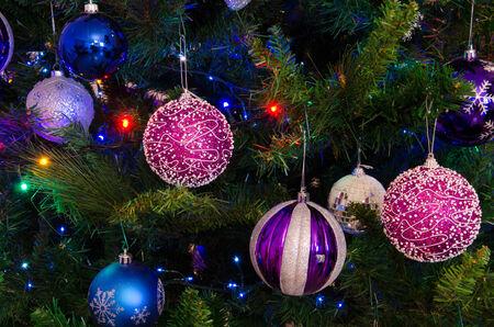 나무에 크리스마스 장식 스톡 콘텐츠 - 34047466
