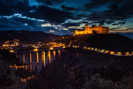 Photo of Spoleto at night Zdjęcie Seryjne - 34547094