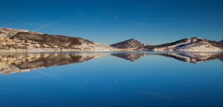 ice dam: A view of Campotosto lake with snow